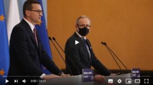 Czyje wytyczne realizuje polski rząd?